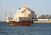 Dhow in front of Islamic museum — Stock Photo