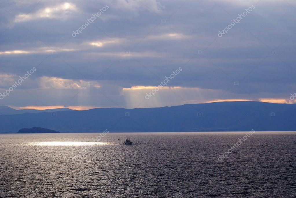 olkhon 岛, 贝加尔湖, 俄罗斯 — 照片作者 luq1
