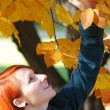 Foto Stock: Young womenjoying beautiful autumn colors