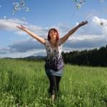 Woman throwing daisies — Stock Photo