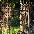 Open Rusty Iron Gate at Cemetery — Stock Photo