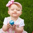 Easter Baby Hold Egg Smirk — Stockfoto