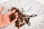 在接收器的手头发剪刀 — 图库照片