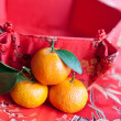 Mandarin oranges with Chinese new year money packet — Stock Photo