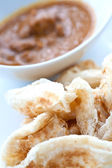 Malaysian crispy bread served with chicken curry — Stock Photo