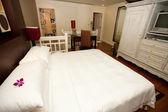 Bedroom accomodation with an en suite bathroom. — Stock Photo