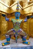Grand mytisk figur från buddhistiska templet i bangkok — Stockfoto