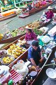 BANGKOK THAILAND - JAN 20. Busy sunday morning at Damnoen Saduak floating market, Bangkok Thailand Jan 20 , 2010 — Stock Photo