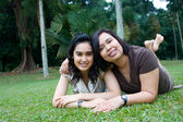 Asian mother and daughter enjoying the summer park — Stock Photo