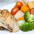 Delicious roast chicken with broccoli and roasted vegetables — Stock Photo