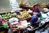 BANGKOK - MAY 2011: Damnoean Saduak floating market, Bangkok Thailand, May 2011. Local women selling fried bananas on wooden boats. — Stock Photo