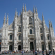 White facade in front of the cathedral of Milan with high peaks — Stock Photo #7124960