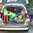 Very car with the trunk full of luggage ready for the departure of family h — Stock Photo