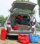 Family car with suitcases and bags to return from vacation — Stock Photo