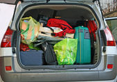 Car trunk filled with luggage ready to leave for the winter holidays — Stock Photo
