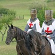 Two medieval crusaders shall strutting with their horses blacks in the Ital — Stock Photo