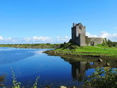Typical old House of Ireland with a clear sky was spectacular — Stock Photo