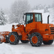 Foto Stock: Orange snow plows to work clearing snow from road