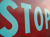 Fermata di cartello stradale fotografato alla chiusura — Foto Stock