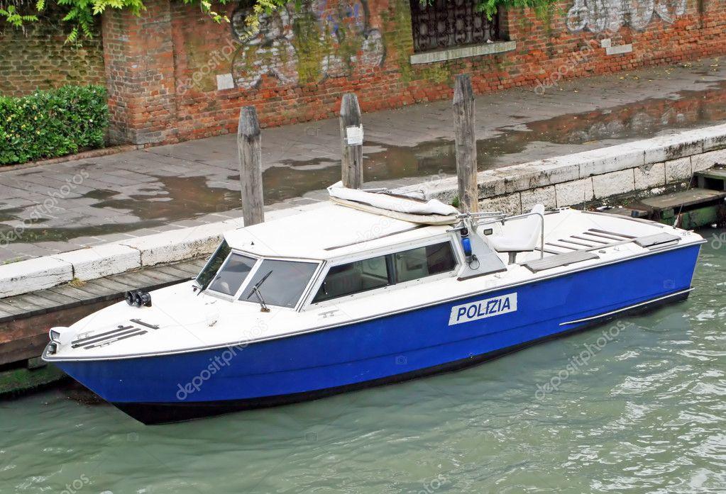полицейская лодка фото
