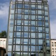 Skyscraper with glass and mirrors with administrative ufffici — Stock Photo