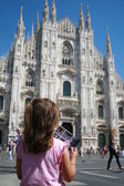 Young girl with pink jersey watch the duomo of Milan — Stock Photo