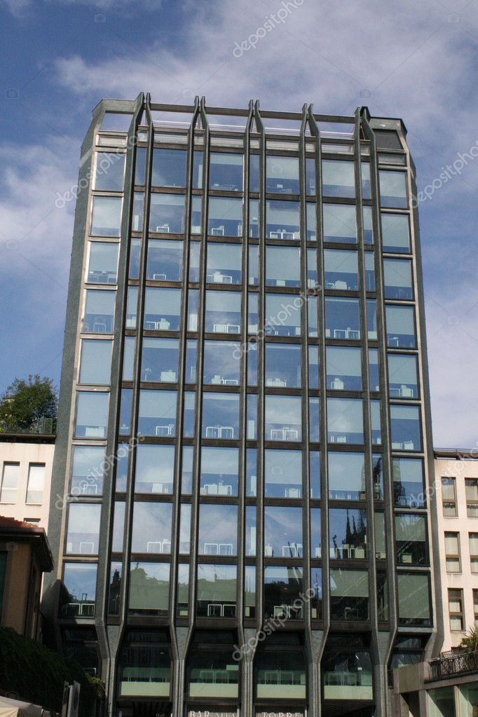 Skyscraper with glass and mirrors with administrative ufffici  Stock Photo #7185769