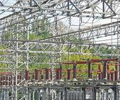 Detail eines kraftwerks mit hochspannungsleitungen — Stockfoto