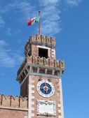 Old tower with the Italian flag flying on top of — Stock Photo