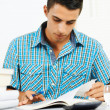 Young man reading — Stockfoto