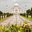 Taj Mahal with garden foreground — Stock Photo