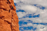 Climber on red rock — Stock Photo