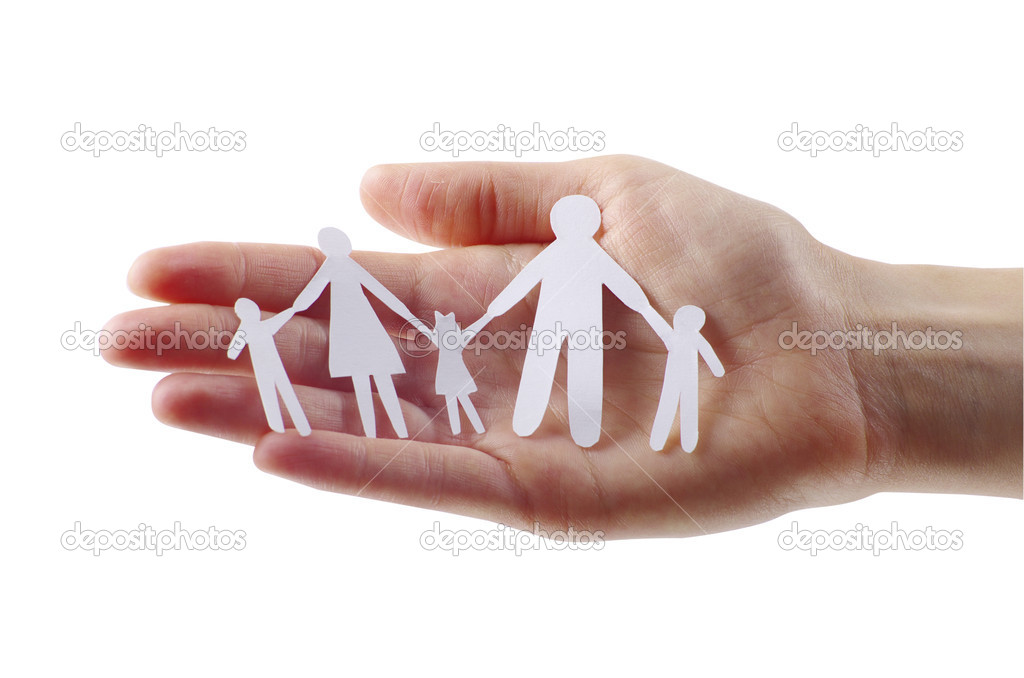 Paper family in hands — Stock Photo #7182229