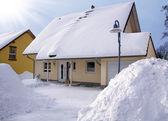 Haus im winter — Stockfoto