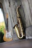 старый шероховатый саксофон — Стоковое фото