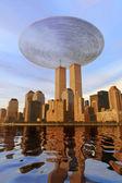 Ufo alien über new york — Stockfoto
