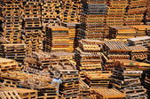 Pilha de paletes. — Fotografia Stock