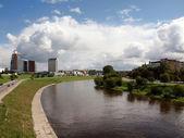Nehir şehir — Stok fotoğraf