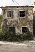 övergivet hus i grekland — Stockfoto