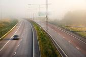 туманный шоссе — Стоковое фото