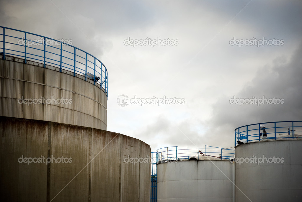 Storage tanks for oil or gas — Stock Photo #7215138