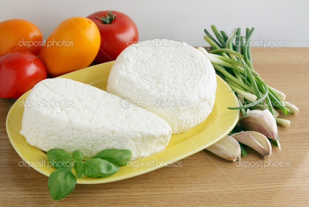 Cottage cheese and wholesome vegetable — Stock Photo #7345328