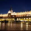 Night view of Krakow's market Place and Cloth Hall — Stock Photo