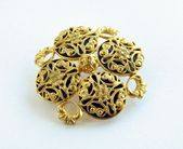 Gold broche — Foto de Stock