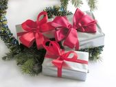 Christmas tree abd gifts with red ribbons — Stock Photo