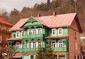 Retro wooden house in Polish resort Krynica — Stock Photo