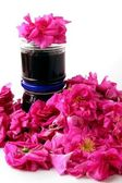 Pink aromatic petals of edible rose flowers and jam — Stock Photo