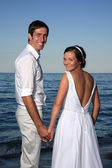 Bride and groom at the beach — Foto de Stock