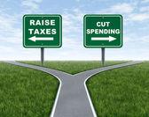 Augmenter les impôts ou réduire les dépenses — Photo