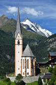 Heiligenblut church and Grossglockner mountain, Austria — Stock Photo